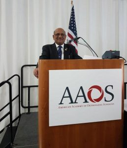 Dr-Shekhar-Agarwal-Givinig-lecture-at-the-American-Aademy-of-Orthopaedic-Surgeons-march-2017-San-Diego-USA
